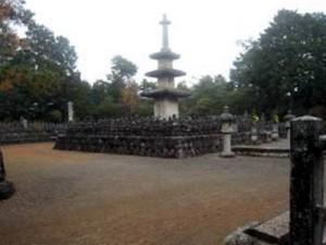 6)三重の石塔と五輪塔.jpg